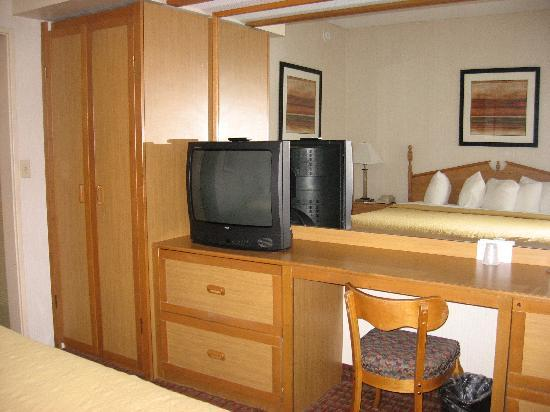 Quality Suites Hotel: Vanity