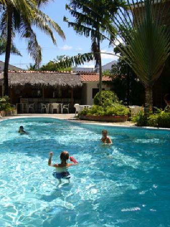 Club Residencial: Pool mit Bar