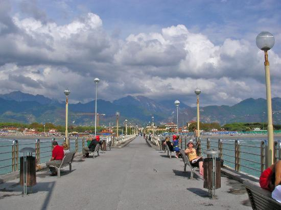 Hotel Mignon: View from the end of the pier at Forte Dei Marmi.