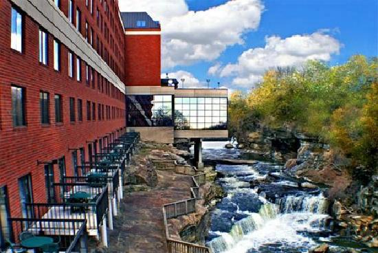 suites waterfalls or relaxationf picture of sheraton suites rh tripadvisor co nz sheraton suites cuyahoga falls oh 44221 sheraton suites cuyahoga falls oh 44221