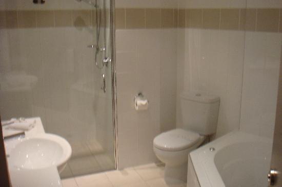Parkview on Hagley: Bathroom