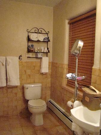 Hotel La Fonda de Taos: Bathroom