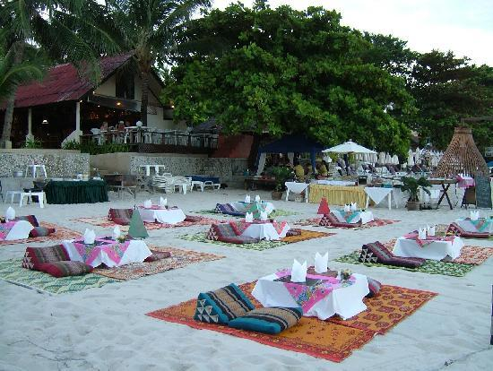 Chaweng Noi Beach: ristorante thai allestito in spiaggia