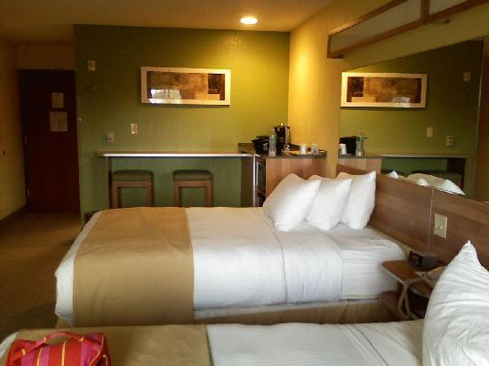 Microtel Inn & Suites by Wyndham Johnstown: Cozy clean sheets and pillows