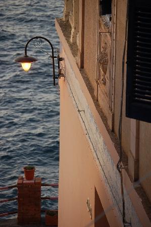 Hotel L'Ariana : uno scorcio dell'entrata al tramonto
