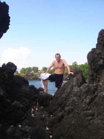 Emerald Tulamben Beach Hotel : volcanic lava flow