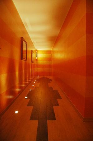 BergHotel: foto corridoio per sala colazioni