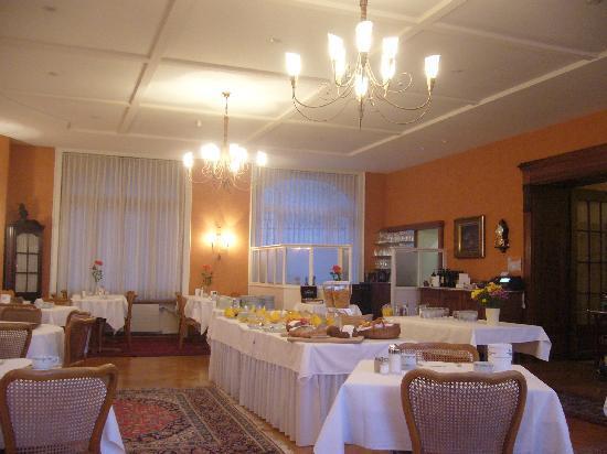 Hotel Royal Luzern: Breakfast room