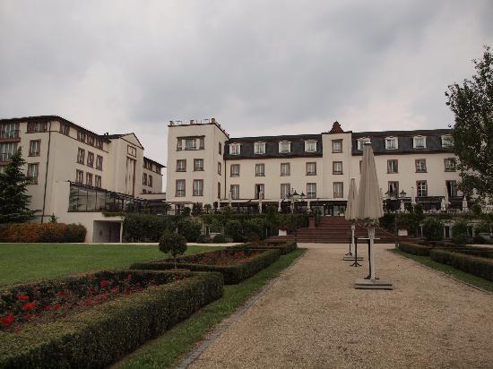 garden and hotel photo de hotel schloss reinhartshausen eltville am rhein tripadvisor. Black Bedroom Furniture Sets. Home Design Ideas