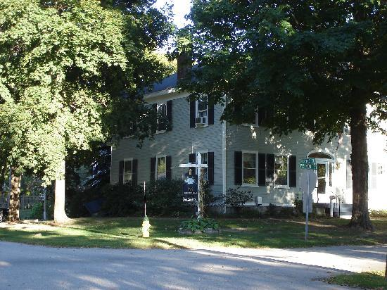 Captain Fairfield Inn: Front of the Inn