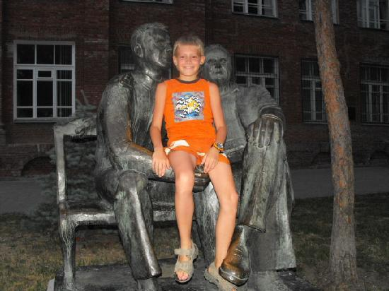 Taganrog, Rusland: Even the statues will talk to you if you stop for long enough.