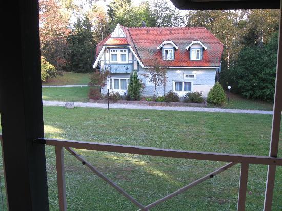 Schwarzwald Parkhotel: Gegenüber (von einem Balkon)