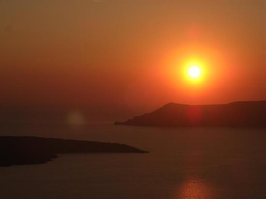 Hermes Hotel: The sunset at Fira
