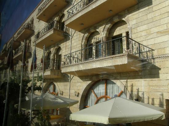 Tas Saray Hotel: La facciata dell'hotel