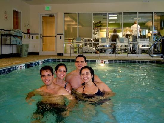 Fairfield Inn & Suites: pool and fitness room