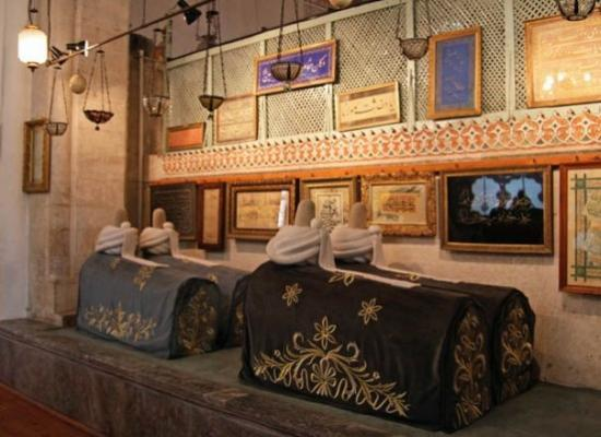 Konya, Tyrkiet: Mausoleo di Mevlana, sarcofagi dei dervisci