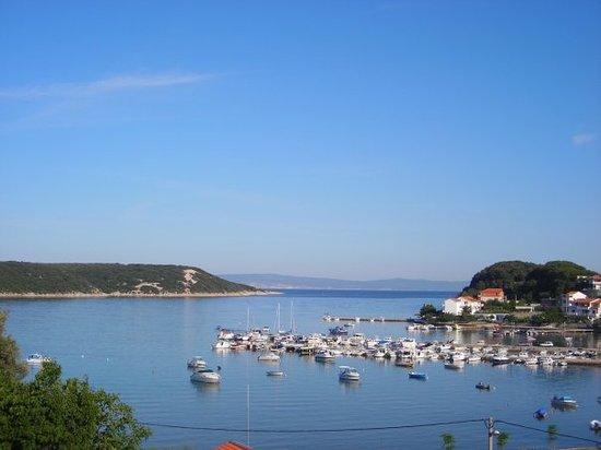Остров Раб, Хорватия: Auf der Insel Rab am Hafen an der nördlichen Spitze.