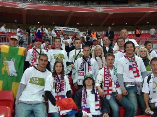 Wembley Stadium: Še skupinska fotka hajdinskih navijačev in potem žurka do ranega jutra!