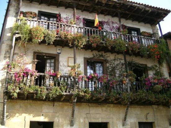 Santillana del mar espa a las casas fotograf a de - Casas del mar espana ...