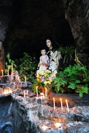 Gua Maria di Karmel Palangkaraya