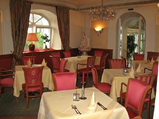 Hotel Donauhof: kleiner Raum vor Wintergarten, u.a. genutzt für Frühstück
