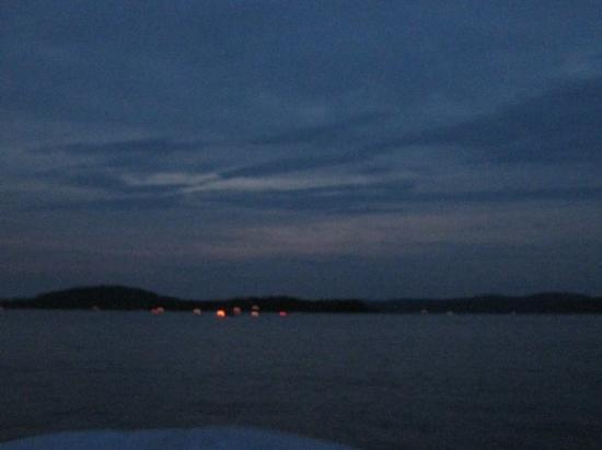 Lac-Simon, Canada: La vu qu'on avait en plein milieu du lac quand la nuit tombait