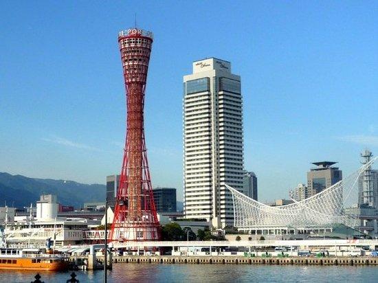 Kobe Harborland : Kobe Port tower & HOTEL NEW OTANI KOBE - HARBORLAND & KOBE Maritime Museum. It's landmark of Kob