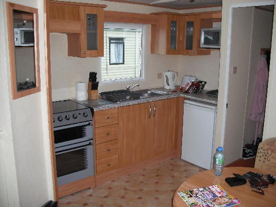 Nodes Point Holiday Park - Park Resorts: Kitchen