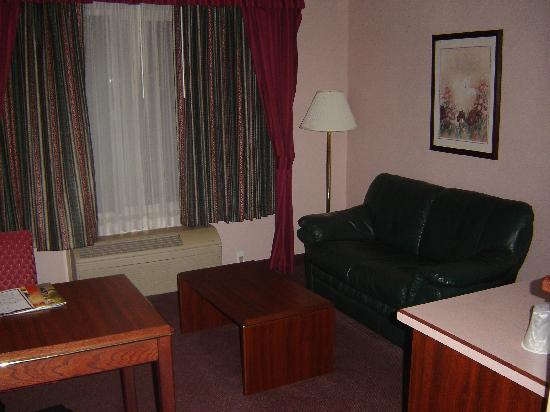 Best Western Wilsonville Inn & Suites: Living Room