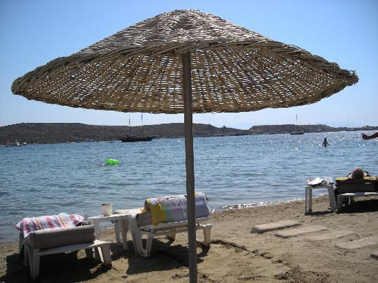 Turihan Beach Hotel: Two steps to the beach
