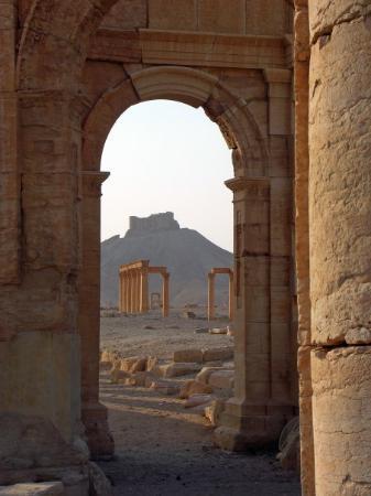 Palmira puerta lateral del arco del triunfo picture of palmyra homs governorate tripadvisor - Hotel puerta del arco ...