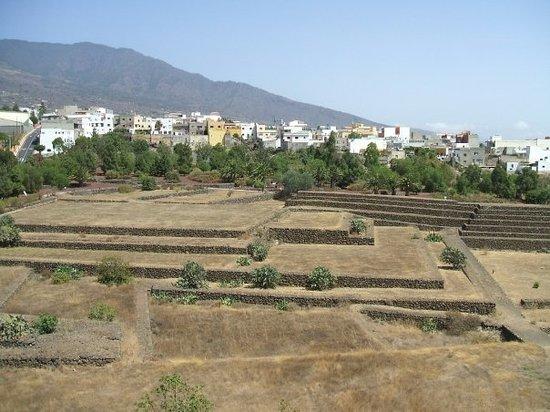 Los Cristianos, Spanien: View of Pyramids