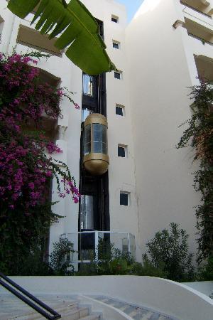 African Queen Hotel: ascenseur toujours en panne
