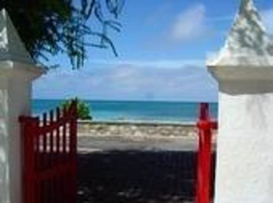 Providenciales: A church gate looking out in Grand Turk