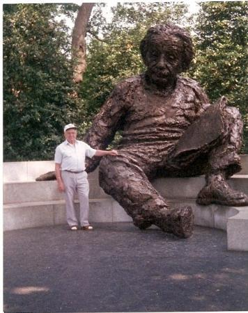 Albert Einstein Memorial: My Dad in 1993........and someone on who's knie I would like to sit.