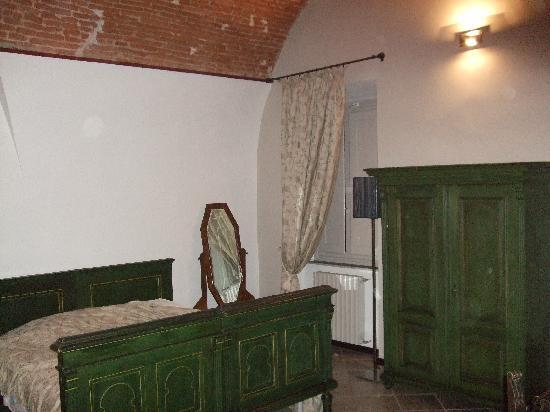 Accademia House: Bed and armoire.