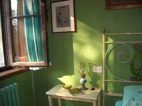 Villa Astreo: Sunlit morning in the Green Room