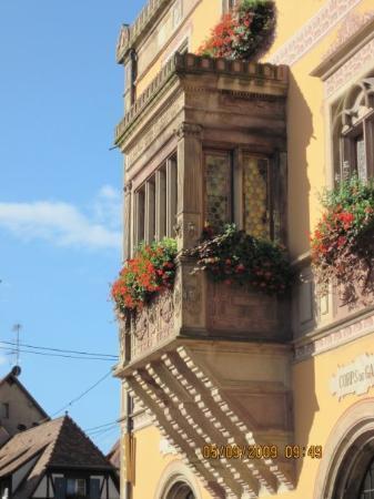 Obernai, فرنسا: Route du Vin - Obernai   Alsazia Particolare della Mairie (Municipio) Route du Vin - Obernai A