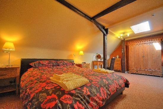 Millfields Hotel: rafters suite
