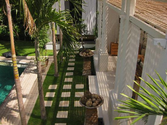 Oazia Spa Villas: This is another proof what I talked in my review about gardens , isn't the grass and the stones