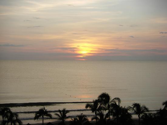Hard Rock Hotel Vallarta: Sunset over the Pacific