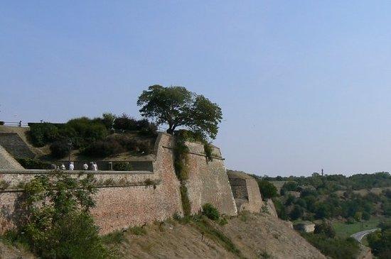 Novi Sad - Petrovaradinska tvrdjava, zidine