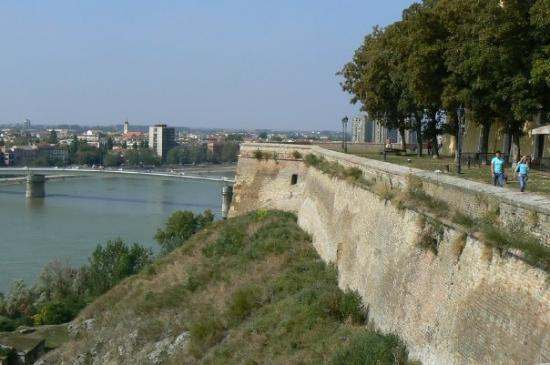 Novi Sad - Petrovaradinska tvrdjava, zidine - Picture of Petrovaradin Fortres...