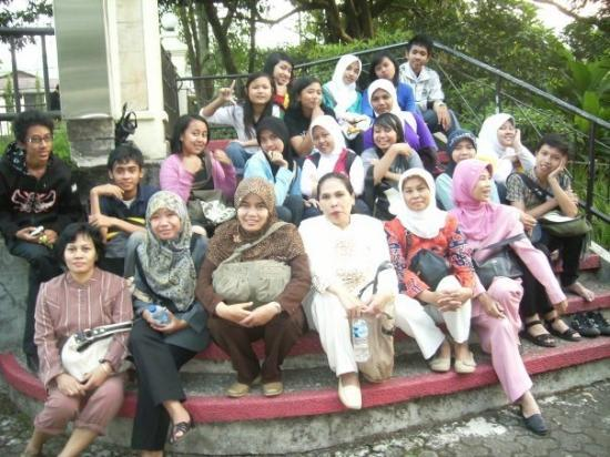 Ciater Hot Spring: me, my FR3nZ and My TeacHer's