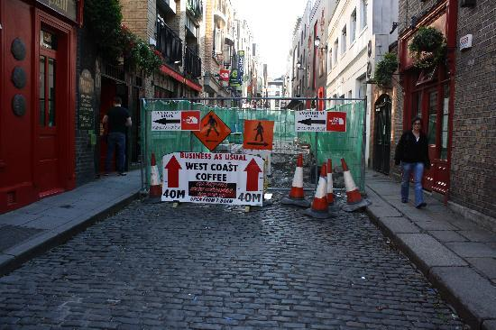 Barnacles Hostel Temple Bar: The street's fixed now.