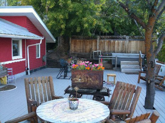 Old Town Guest House: great deck to relax on