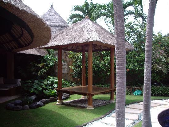 The Villas Bali Hotel & Spa: villa grouns