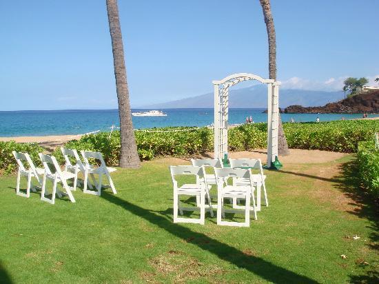 Ka Anapali Beach Hotel Private Wedding Lawn