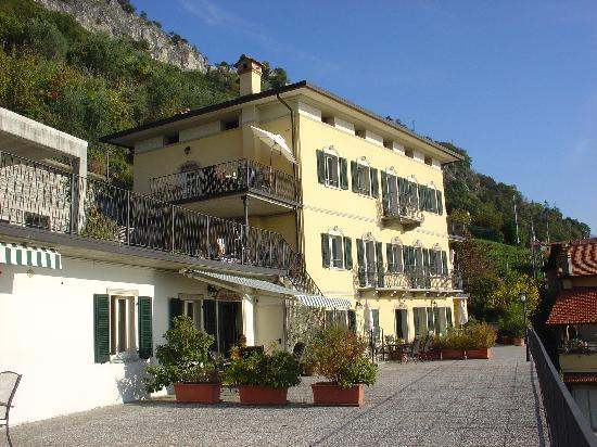 Residence La Pianca: Hotel and terrace