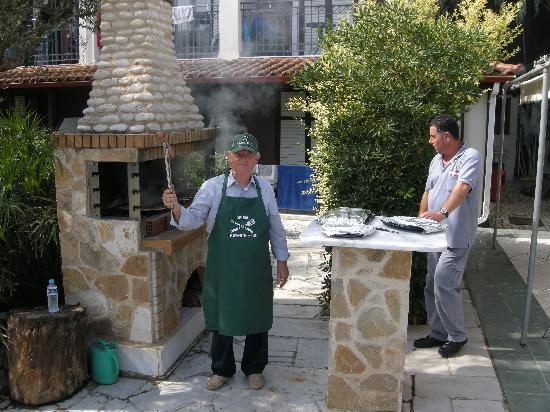 Castelli Hotel: Spiros - Licensed to Grill!!